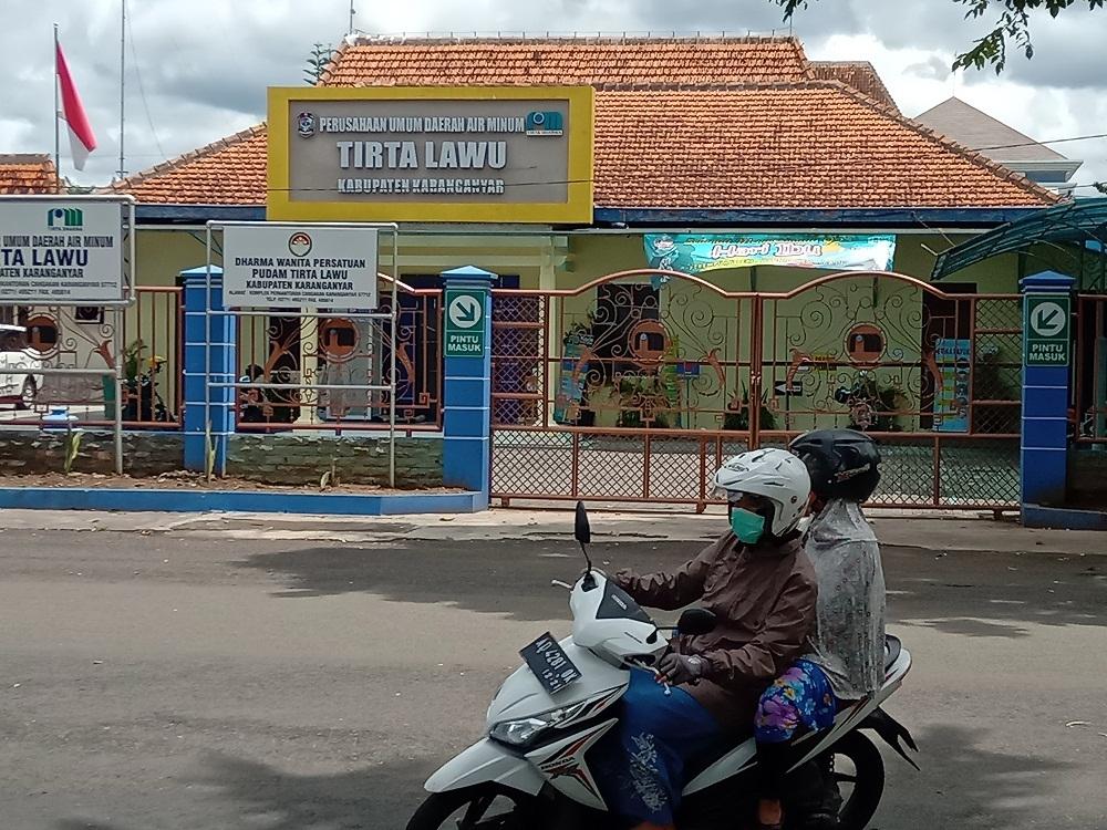 PROSPEK: Kantor PUDAM Tirta Lawu Karanganyar yang berada di Kelurahan Cangakan, Kecamatan Karanganyar.(PUJOKO/LINGKAR JATENG)