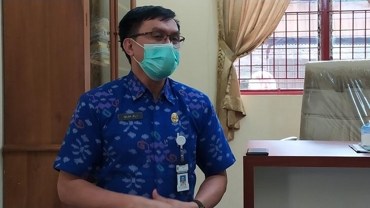 MENJELASKAN: Juru Bicara Gugus Tugas Penanggulangan Covid-19 Kabupaten Jepara Muh Ali saat memberi keterangan. (MIFTAHUL UMAM/LINGKAR JATENG)