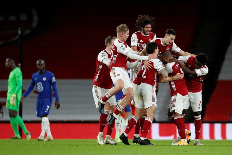 Pemain Arsenal Granit Xhaka merayakan gol kedua timnya saat mereka akhirnya mencatat kemenangan pertama dalam hampir dua bulan dengan mengalahkan Chelsea 3-1 di Emirates Stadium, London, Inggris, Minggu (27/12). (ANTARA/LINGKAR.CO)