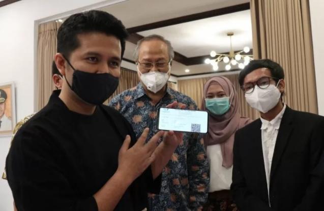 Wakil Gubernur Jawa Timur Emil Elestianto Dardak saat berdiskusi dengan Tim Inovasi ITS di Surabaya, Sabtu (16/1). (ANTARA/LINGKAR.CO)