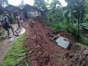 Intensitas Hujan Tinggi, Tiga Desa di Jepara Alami Longsor dalam Sehari