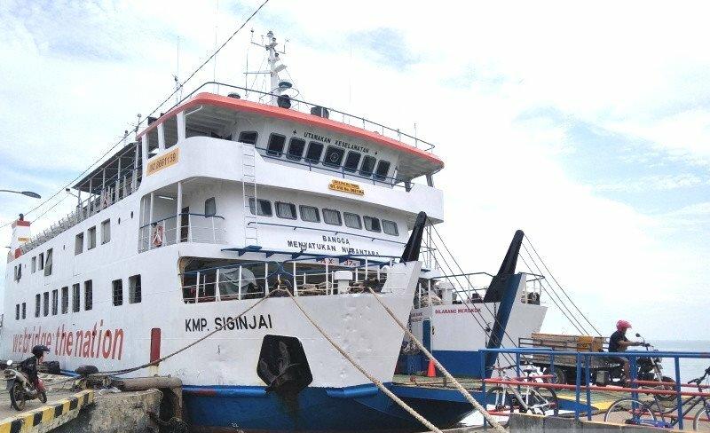 Kapal Motor Penumpang (KMP) Siginjai saat bersandar di Pelabuhan Kartini Jepara, Jawa Tengah. (ANTARA/ LINGKAR.CO)