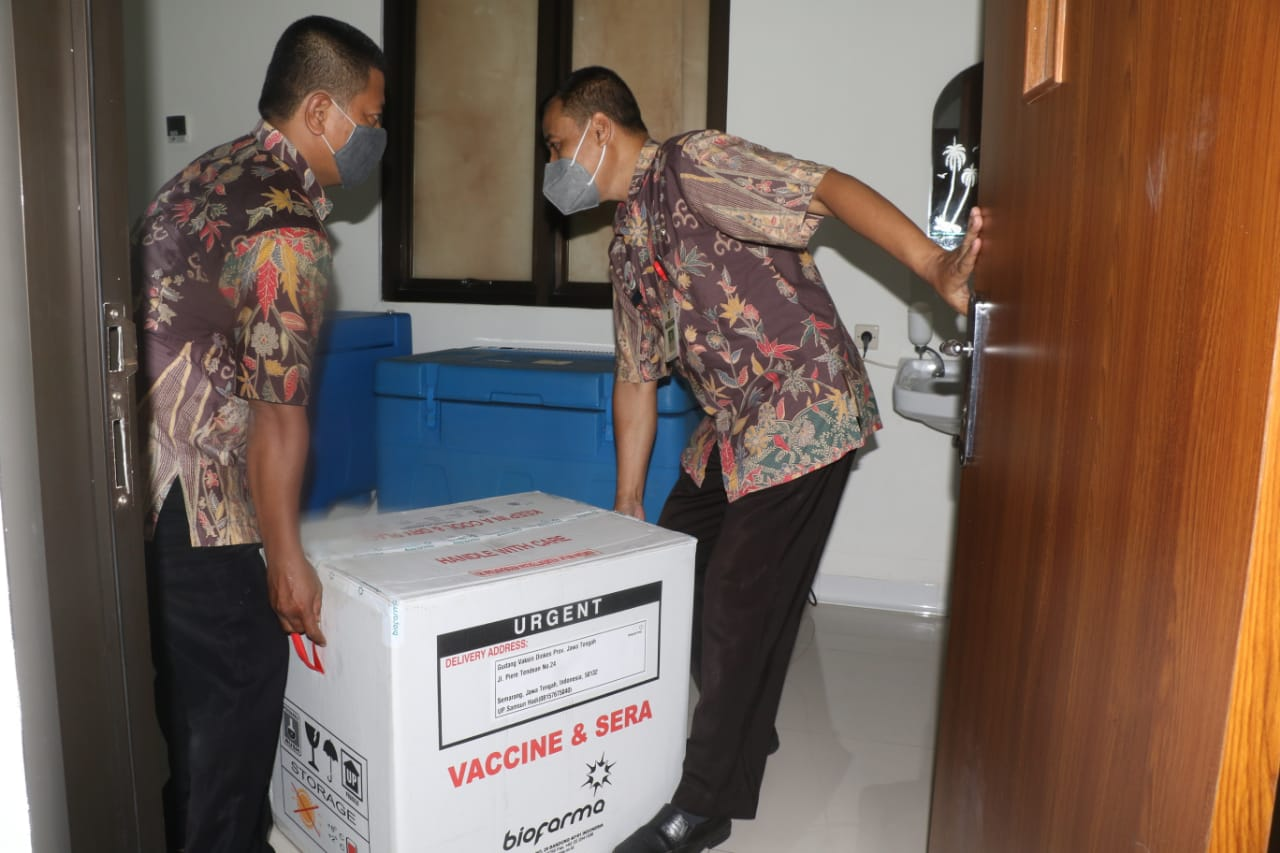 Vaksin Sinovac tiba di Gudang BPOM kota Surakarta Selasa (12/1) malam. (GALUH SEKAR KINANTHI/LINGKAR.CO)