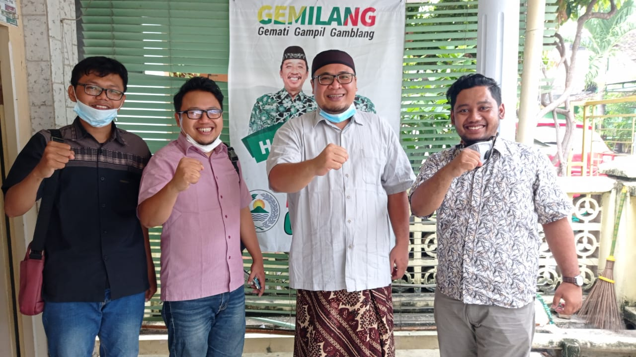 KOMPAK: Dari kanan ke kiri, Direktur Media Online Lingkar.co Danny Lutvi Hidayat, Wabup Rembang terpilih Muhammad Hanies Chollil Barro', Direktur Produk Koran Lingkar Jateng Hery Setiawan dan wartawan Lingkar Jateng Miftahus Salam.