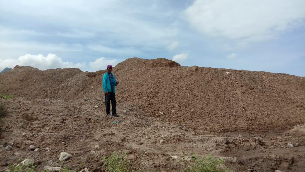 Tumpukan limbah di Desa Jatisari, Kecamatan Sluke belum lama ini.(MIFTAHUS SALAM/LINGKAR.CO)