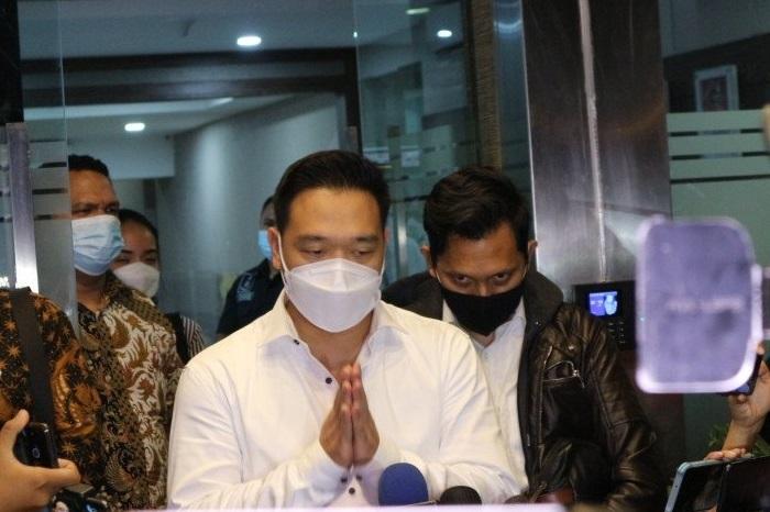 Michael Yukinobu de Fretes alias Nobu (MYD) diperiksa sebagai tersangka kasus video asusila selama 11 jam di Polda Metro Jaya, Senin (4/1). (ANTARA/LINGKAR.CO)