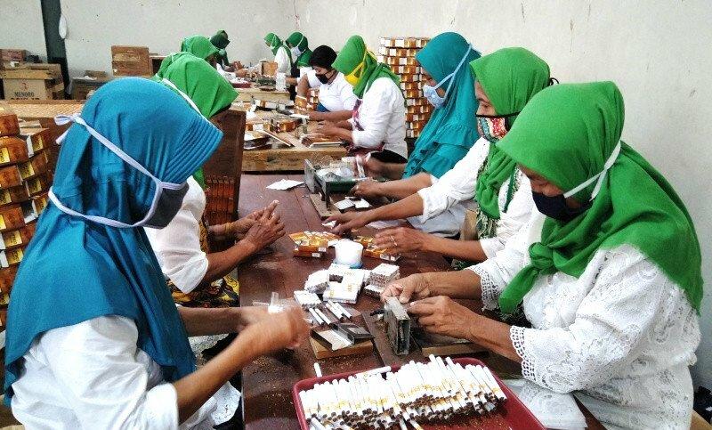 Salah satu tempat produksi rokok di Kabupaten Kudus. (ANTARA/LINGKAR.CO)