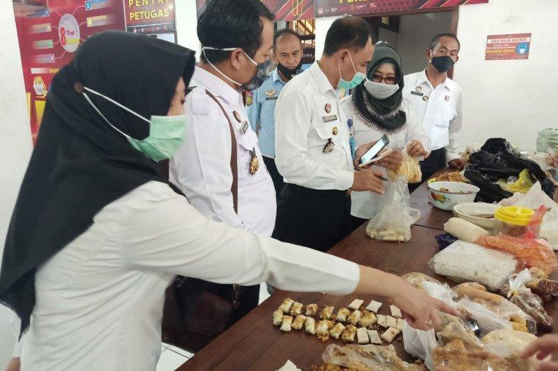 Penyelundupan narkoba jenis ganja yang disimpan di dalam tahu goreng di Lapas I Malang. (KORAN LINGKAR JATENG/LINGKAR.CO)