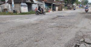 Jalan Provinsi Rusak sudah Lama belum Tersentuh