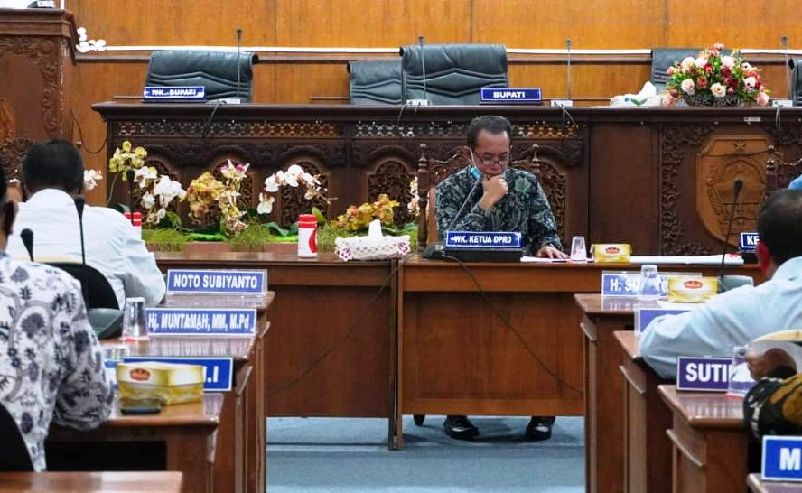 Ketua DPC PKB Pati yang juga Wakil Ketua DPRD saat memimpin rapat belum lama ini.(KORAN LINGKAR JATENG/LINGKAR.CO)