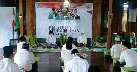 PEMBUKAAN: Sejumlah kader Ansor mengikuti acara pelatihan kepemimpinan dasar yang diadakan GP Ansor Kecamatan Pati baru-baru ini. (FARIDHA NADHIRA/LINGKAR JATENG)