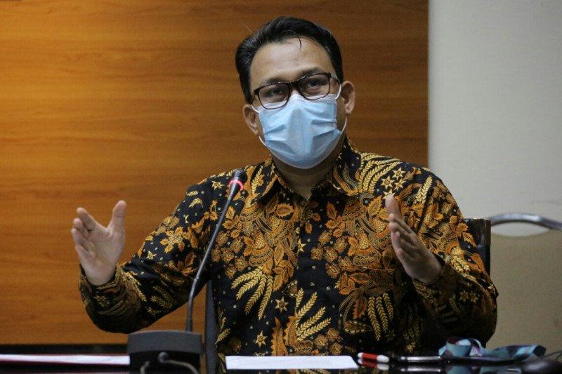 MENERANGKAN: Plt Juru Bicara KPK Ali Fikri menyebutkan nama-nama saksi yang terlibat dalam dugaan korupsi pembangunan Stadion Mandala Krida, Yogyakarta. (ANTARA/LINGKAR.CO)