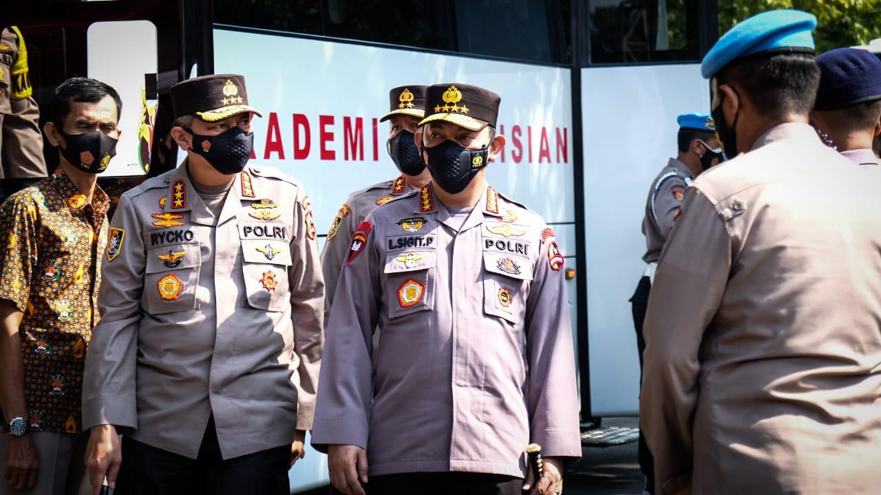 RESMI: Kapolri Jenderal Listyo Sigit Prabowo resmikan Monumen Moch Yasin di Akademi Kepolisian Kota Semarang, Jawa Tengah (25/3). (TITO ISNA UTAMA/LINGKAR.CO)