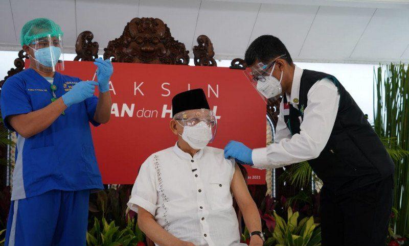 VAKSINASI: Wakil Presiden Republik Indonesia (RI) Ma'ruf Amin jalani vaksinasi dosis kedua, Rabu (17/3). (ANTARA/LINGKAR.CO)