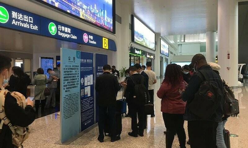 LANGGAR: Empat maskapai penerbangan asing terbukti bawa penumpang positif Covid-19, di Bandar Udara Internasional Beijing, China. (ANTARA/LINGKAR.CO).