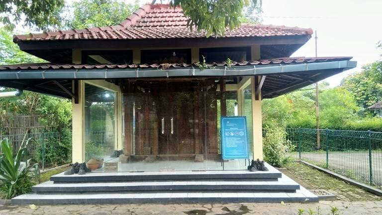 Kondisi pintu Gerbang Majapahit di Desa Rondole, Kecamatan Margorejo, Pati, Jawa Tengah baru-baru ini.(MIFTAHUS SALAM/LINGKAR)