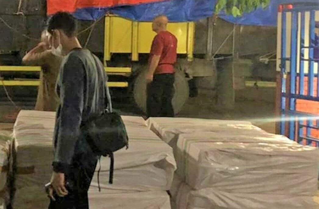 AMANKAN: Bea Cukai Kudus berhasil mengamankan pengiriman rokok ilegal sebanyak 600.000 batang dengan modus pengiriman kebutuhan pokok. (ISTIMEWA/LINGKAR.CO)