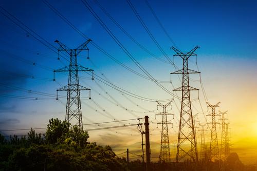 ILUSTRASI: Berdiri kokoh tower-tower listrik milik Perusahaan Listrik Negara (PLN). (ISTIMEWA/LINGKAR.CO)