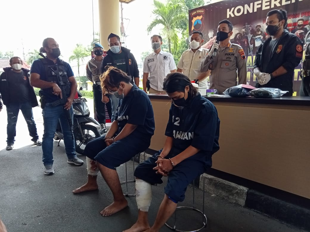 Jajaran Polrestabes Kota Semarang, Jawa Tengah saat gelar ungkap kasus pembunuhan pemandu lagu di Semarang Barat pada Rabu (12/5/2021).(DINDA RAHMASARI/LINGKAR)