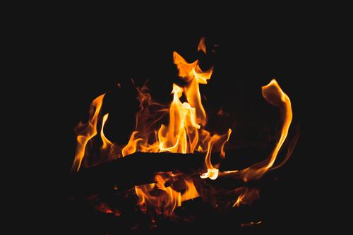 ILUSTRASI: Peristiwa kebakaran yang terjadi di rumah salah seorang warga di Desa Jeketro RT 02/01 Kecamatan Gubug, Kabupaten Grobogan Jumat (25/6). (MUHAMAD ANSORI/LINGKAR.CO)