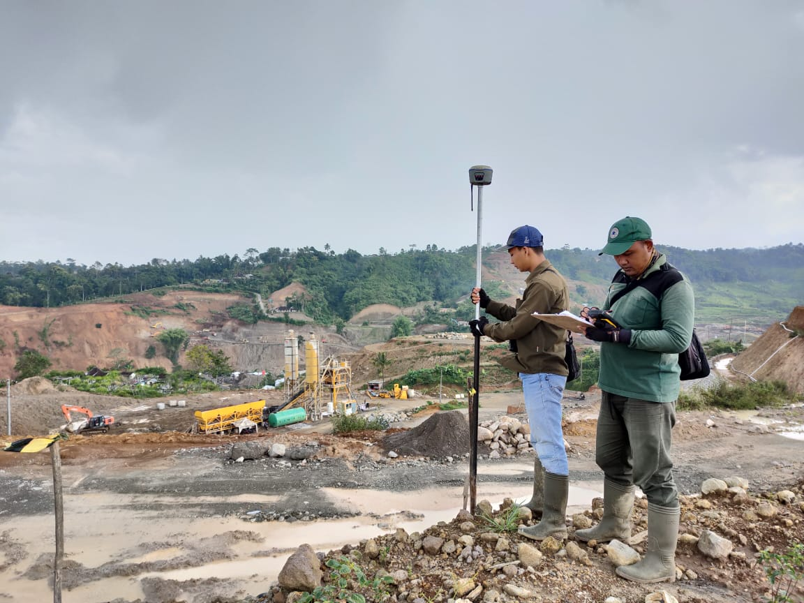 ILUSTRASI: Kegiatan Pengukuran oleh. Satgas fisik program PTSL Di Desa Karangsari, Kecamatan Jatiyoso. (ISTIMEWA/LINGKAR.CO)