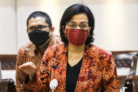 JELASKAN: Menteri Keuangan Sri Mulyani Indrawati bersiap mengikuti rapat kerja bersama Komisi XI DPR di Kompleks Parlemen, Senayan, Jakarta, Kamis (10/6). (ANTARA/LINGKAR.CO)