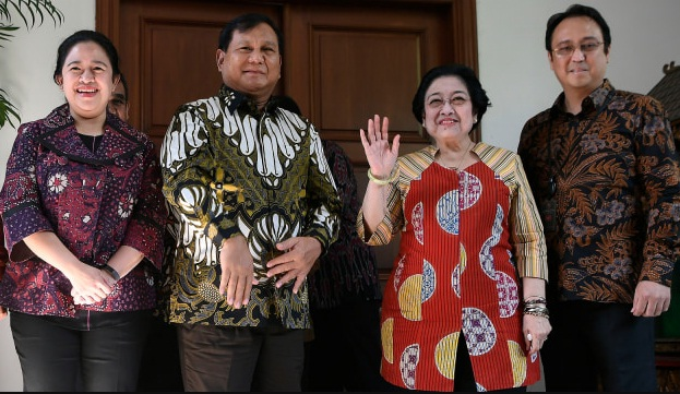 Puan Maharani (paling kiri) bersama Prabowo Subianto (dua dari kiri) dalam sebuah kesempata beberapa waktu lalu.(ANTARA/LINGKAR)