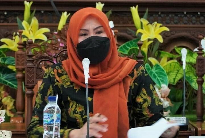 SERUKAN: Muntamah, selaku anggota Komisi D DPRD Kabupaten Pati serukan Pemberlakuan Pembatasan Kegiatan Masyarakat (PPKM) Darurat Jawa dan Bali menjadi tanggung jawab bersama. (ISTIMEWA/LINGKAR.CO)