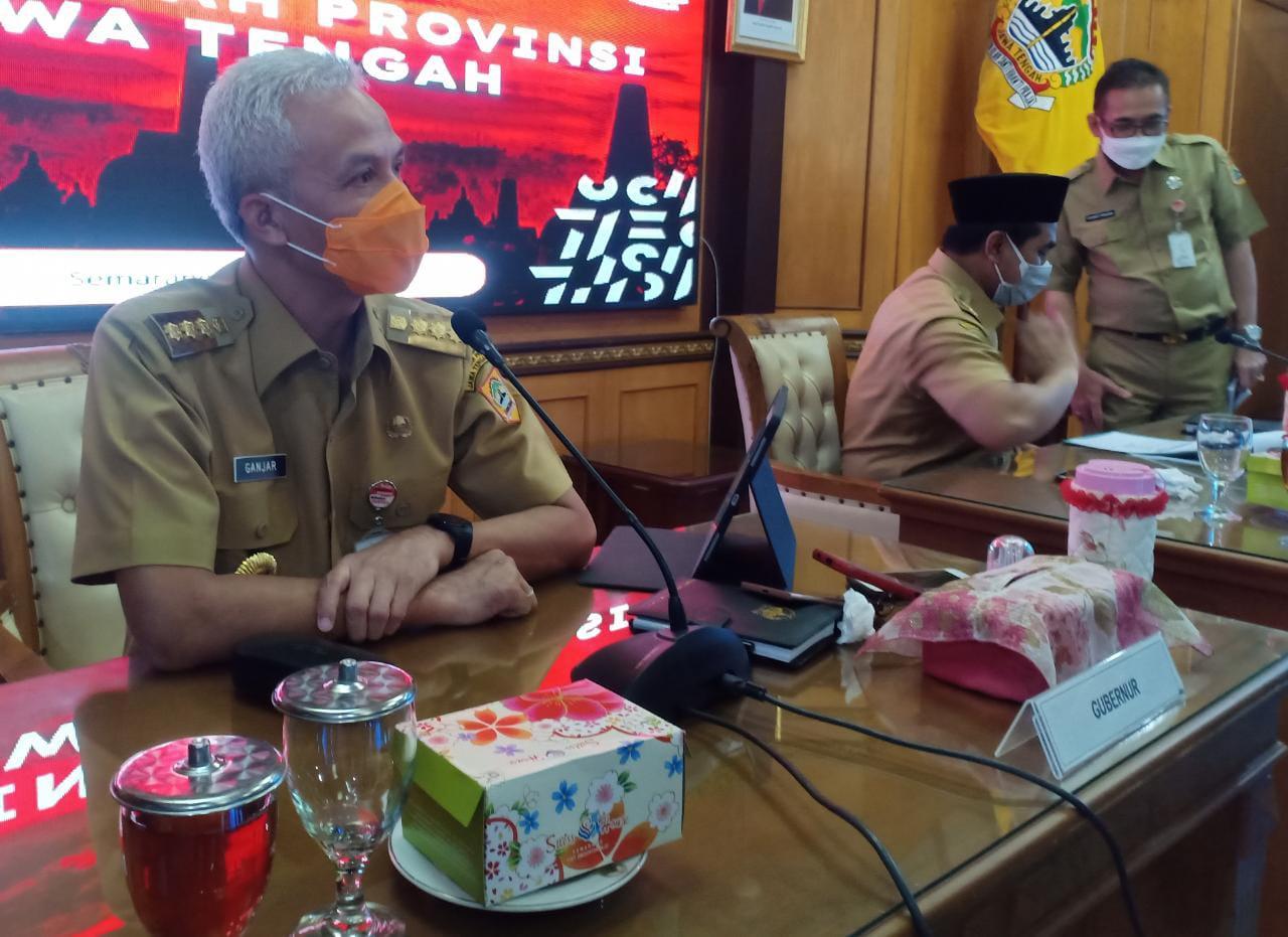 PENANGANAN: Gubernur Jawa Tengah, Ganjar Pranowo saat menjelaskan hasil rapat penanganan Covid-19 se Jawa Tengah, di ruang rapat gubernur, Senin (26/7/2021). (REZANDA AKBAR D/LINGKAR.CO)