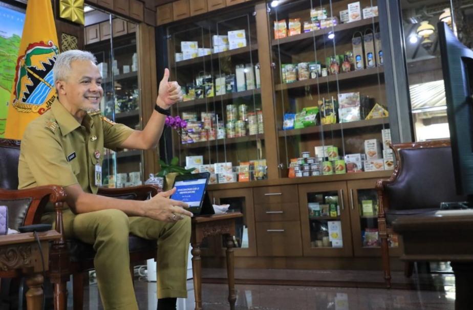 VIRTUAL: Gubernur Jateng, Ganjar Pranowo, saat mengobrol virtual dengan para kepala desa di Banyumas, Senin (26/7/2021). (HUMAS/LINGKAR.CO)