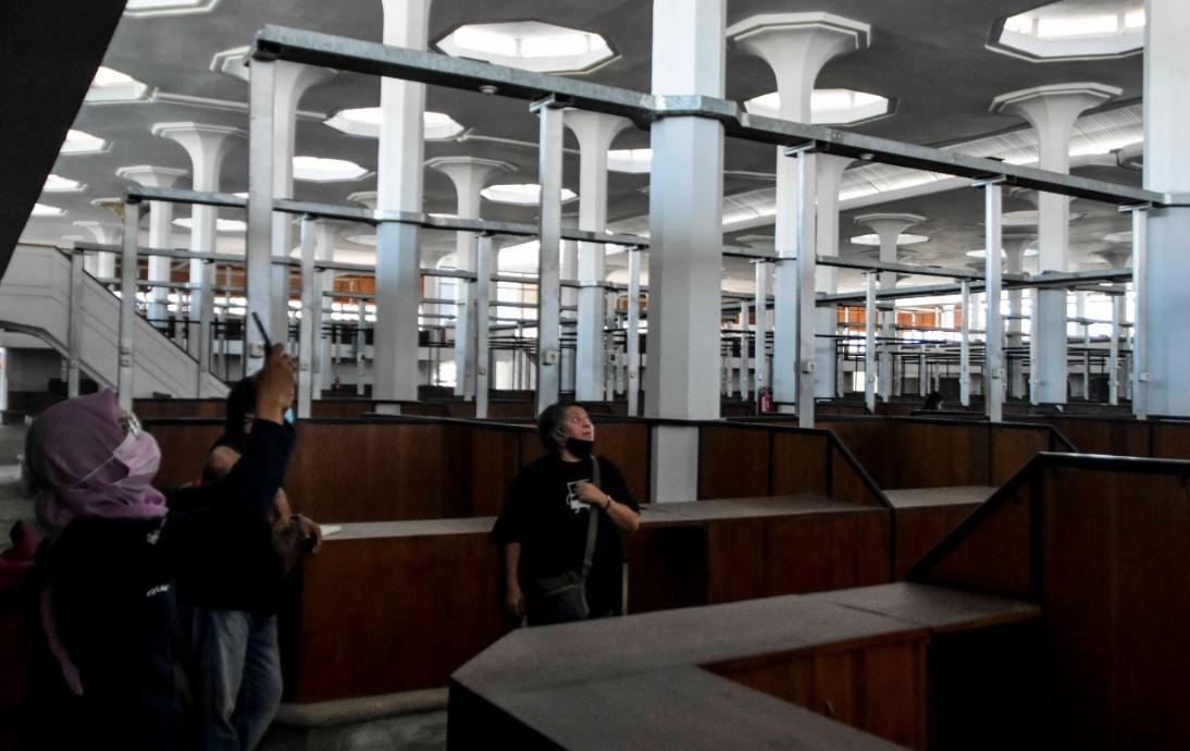 BANGUNAN: Bagian tengah Pasar Johar lama yang sudah siap ditempati para pedagang. (DINDA RAHMASARI TUNGGAL SUKMA/LINGKAR.CO)