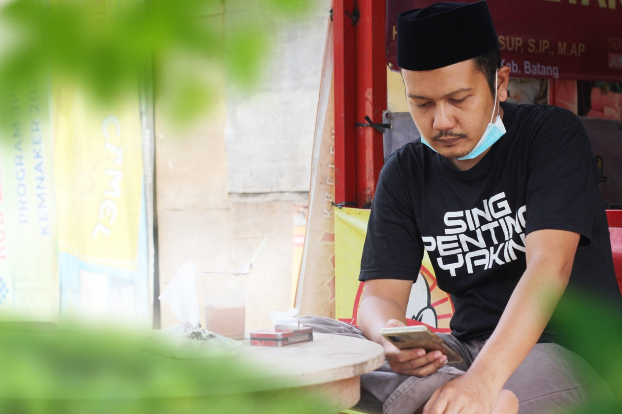 MENANGGAPI: Ketua DPRD Kabupaten Batang, Maulana Yusuf, tanggapi unggahan mengenai dirinya di media sosial. (DOK PRIBADI/LINGKAR.CO)
