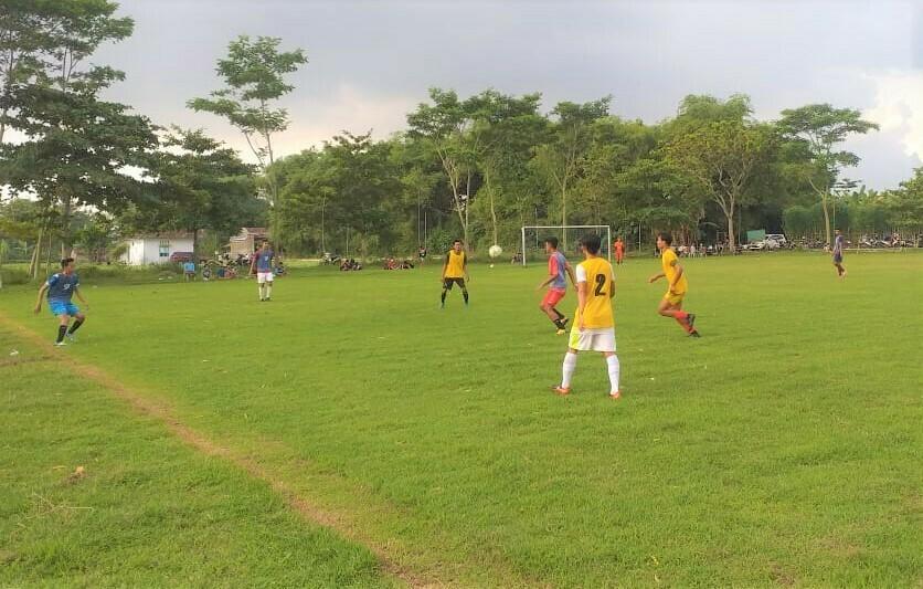 AKTIVITAS: Latihan pemain Persipa Pati di lapangan singgojoyo, Gabus, Kabupaten Pati beberapa waktu lalu. (ISTIMEWA/LINGKAR.CO)