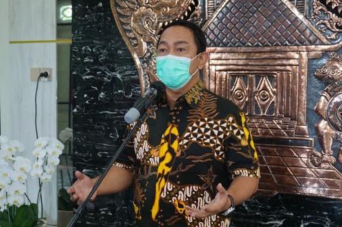 MENYATAKAN: Wali Kota Semarang, Hendrar Prihadi, saat menjelaskan aturan PPKM Level 4 yang dilaksanakan di Kota Semarang. (DINDA RAHMASARI/LINGKAR.CO)
