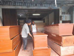 Rumah Sakit Lambat Bayar, Perajin Peti Jenazah di Semarang Mengeluh