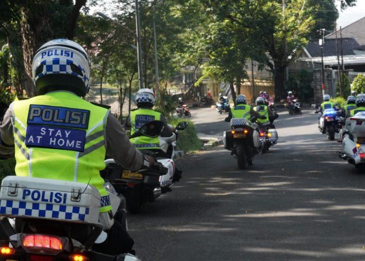 Giat Polda Jateng di hari pertama PPKM Darurat, Sabtu (3/7/2021). Polisi imbau warga tetap di rumah. Dok. Polda Jateng