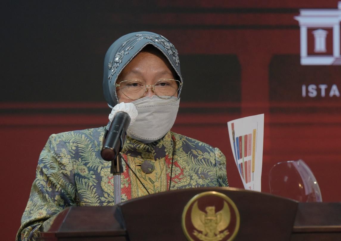 Menteri Sosial Tri Rismaharini saat memberikan keterangan terkai Bansos Tunai (BST) dan Program Keluarga Harapan (PKH) yang akan dicairkan minggu ini. Dok. Humas Kemensos/LINGKAR.CO