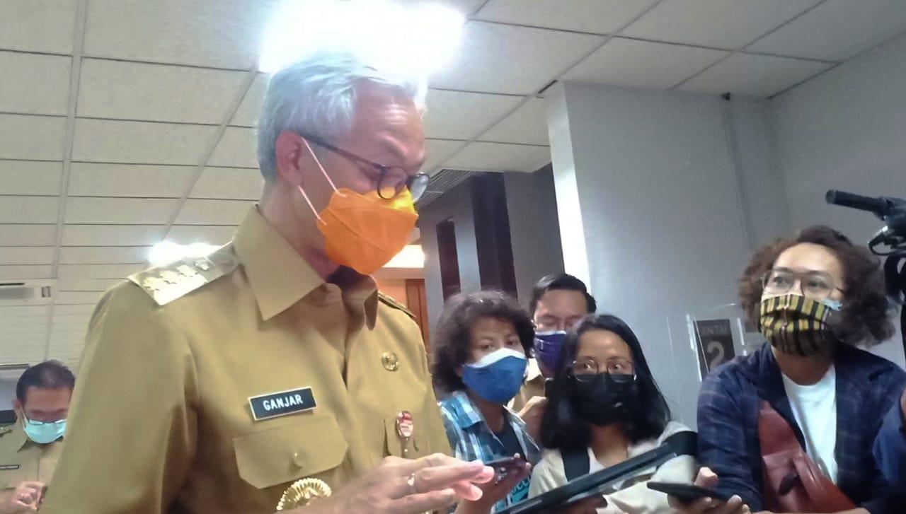 Gubernur Jawa Tengah, Ganjar Pranowo ketika memberikan keterangan kepada pewarta terkait 19 daerah zona merah di Jawa Tengah, Senin (12/7/2021). REZANDA AKBAR D/LINGKAR.CO