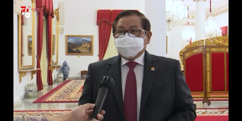 Seskab, Pramono Anung, saat menyampaikan keterangan pers vaksin berbayar dibatalkan, Jumat (16/7/2021). FOTO: Tangkapan layar Youtube Sekretariat Presiden/Lingkar.co