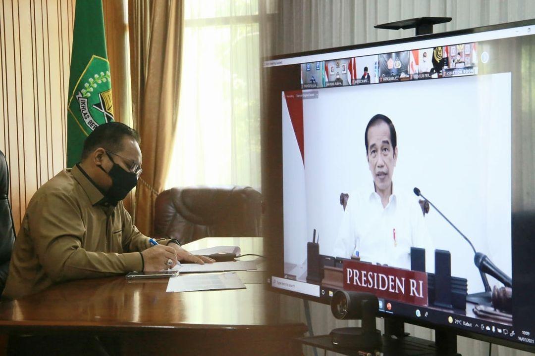 Menag Yaqut Cholil Qoumas, mengikuti Rapat Terbatas yang dipimpin Presiden RI Joko Widodo (Jokowi), melalui konferensi video, Jumat (16/7/2021). FOTO: Instagram/Lingkar.co