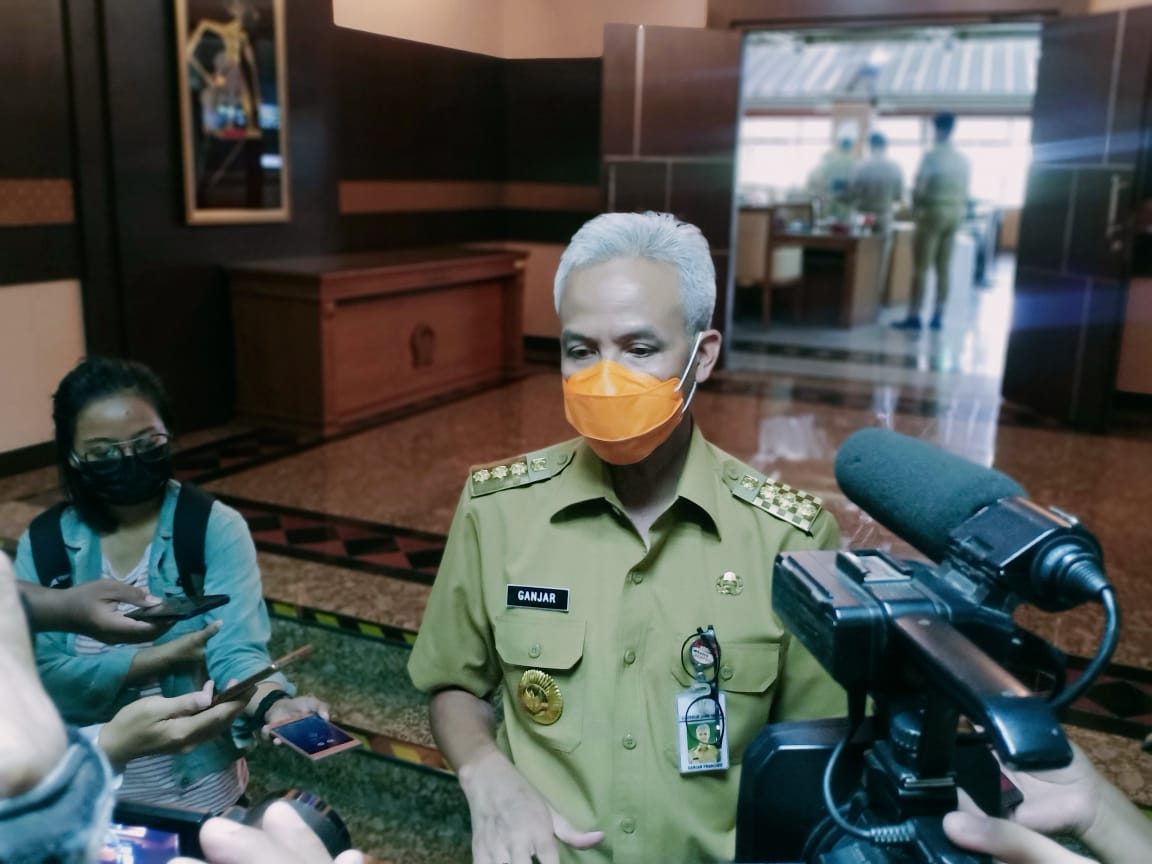 Gubernur Jawa Tengah Ganjar Pranowo saat menjelaskan tentang Vaksinasi di Jateng. REZANDA AKBAR D/LINGKAR.CO