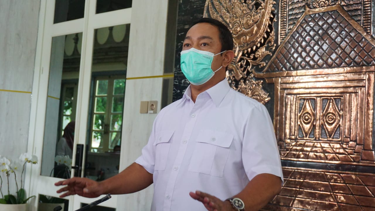 Walikota Semarang Hendrar Prihadi saat memberikan keterangan kepada jurnalis tentang pergantian nama PPKM menjadi PPKM Swalevel. DINDA RAHMASARI TUNGGAL SUKMA/LINGKAR.CO