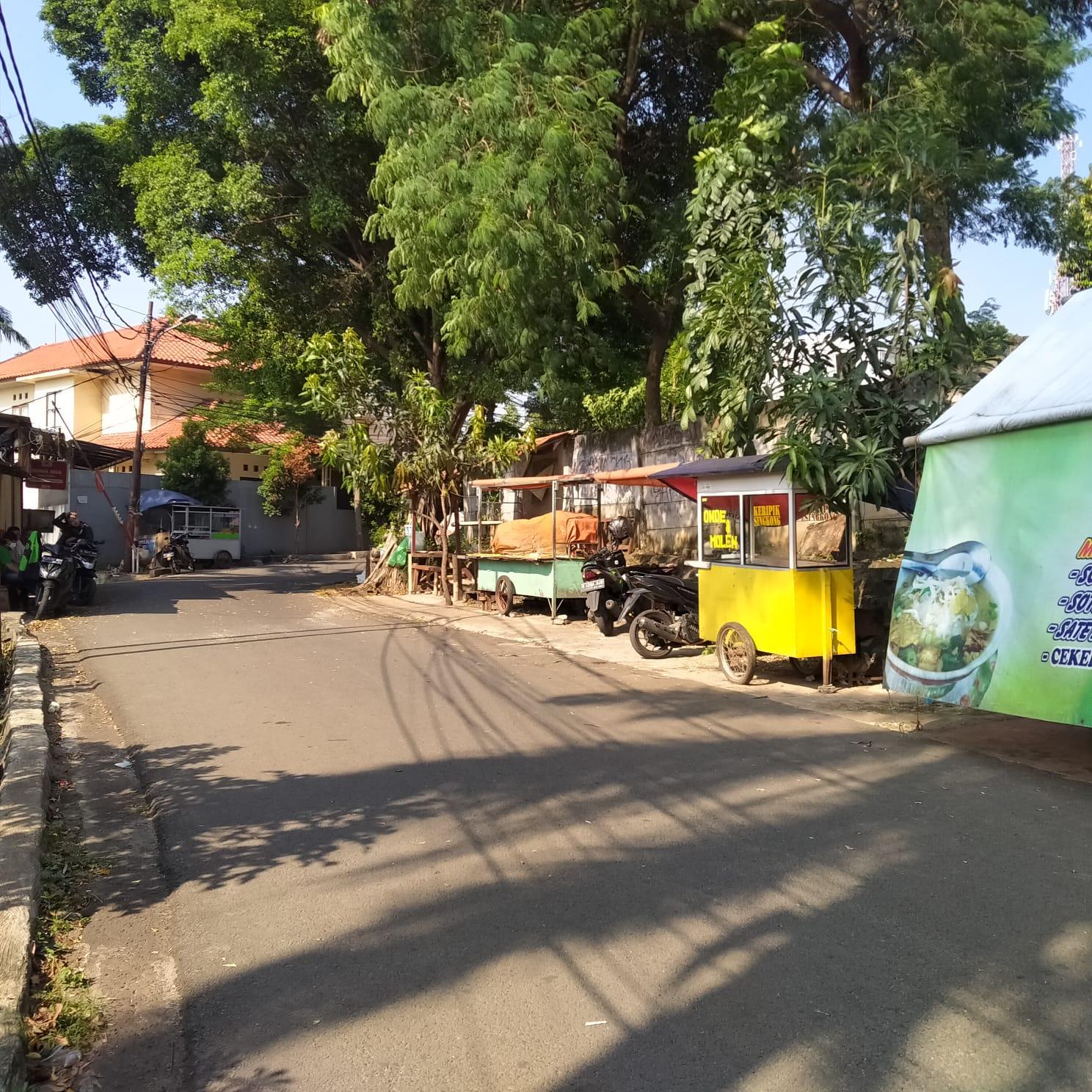 Banyak warga menolak perpanjangan PPKM karena sulit mencari nafkah. Salah satu lapak yang terdampak PPKM Darurat, Pasar Minggu, Jakarta Selatan. FOTO: Al-Afgani Hidayat/Lingkar.co