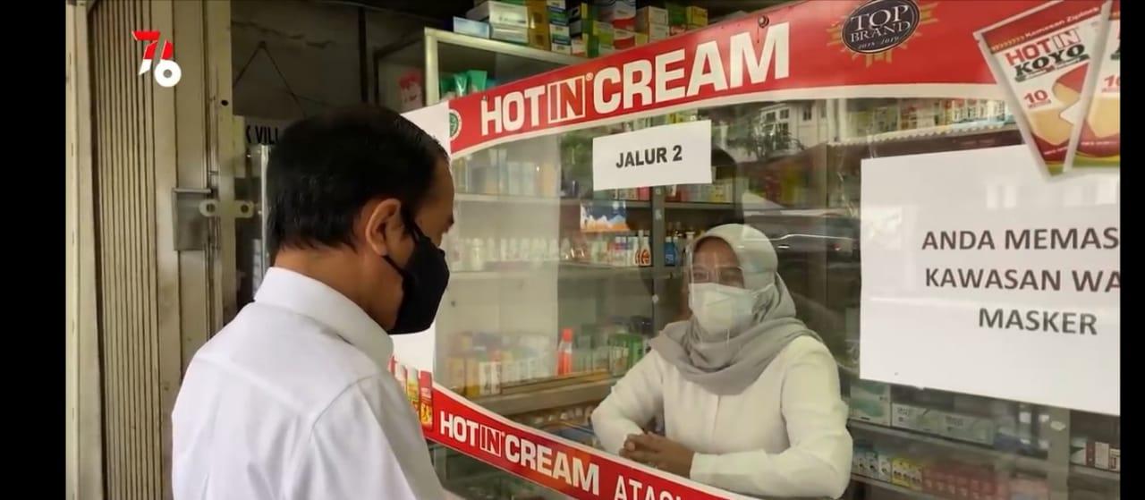 Presiden RI Joko Widodo, saat mengecek langsung ketersediaan obat terapiCovid-19 di salah satu apotek diKota Bogor, Jawa Barat, Jumat (23/7/2021). FOTO: Tangkapan layar Youtube Setpres/Lingkar.co