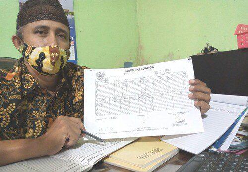 ILUSTRASI: Barcode pada duplikat KK yang sudah memakai TT-e. (IBNU MUNTAHA/LINGKAR.CO)