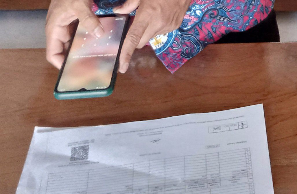 ILUSTRASI: Perangkat desa Kabupaten Pati, sedang melakukan persiapan verifikasi berkas kependudukan yang sudah menggunakan TT-e. (ISTIMEWA/LINGKAR.CO)