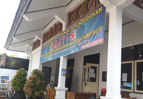 ILUSTRASI: Kantor Disdukcapil Kabupaten Pati. (IBNU MUNTAHA/LINGKAR.CO)