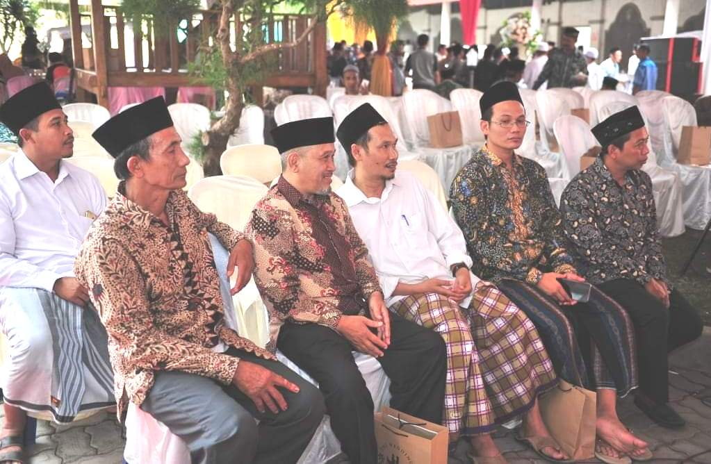 BERSAMA: Gus Zaimul Umam Nur Salim turut menyampaikan pendapatnya terkait penangkapan Muhammad Kece dan Yahya Waloni yang diduga melakukan penistaan agama. (ISTIMEWA/LINGKAR.CO)