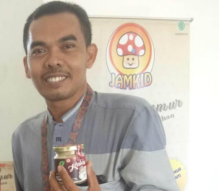 MENGUNGKAPKAN: Ketua klaster kuliner makanan ringan dan minuman, Mukrim (41) mengungkap Kabupaten Pati memiliki potensi besar dalam hal kemajuan sektor ekonomi kreatif (ekraf) kuliner. (ISTIMEWA/LINGKAR.CO)