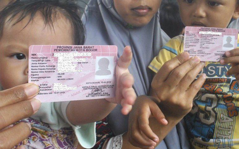 ILUSTRASI: Masyarakat Indonesia sedang menunjukkan KIA. (ANTARA/LINGKAR.CO)